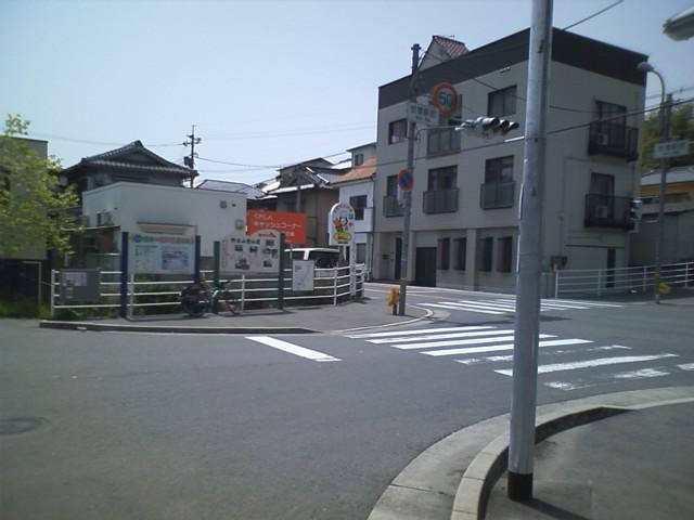 日本一短い県道204号線 総延長10.5m 写真に写っている範囲が県道のすべて