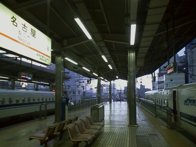 [広島発自転車旅行]6時20分 名古屋始発の新幹線に無事乗れた。
