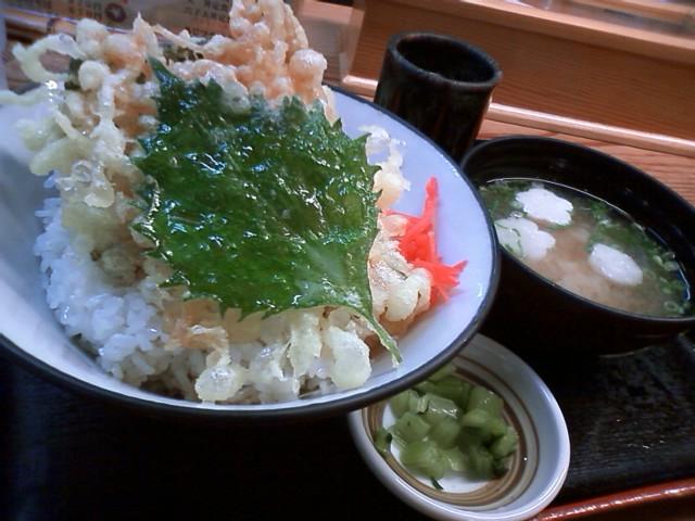新幹線改札内で朝食 あなご天丼800円 この時間外出ても名物を食わせる店はやっていない可能性がある