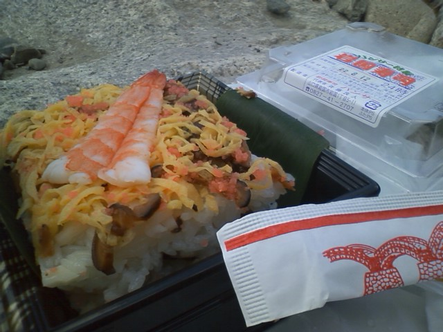 岩国寿司 500円 普通のちらし寿司だなこれ
