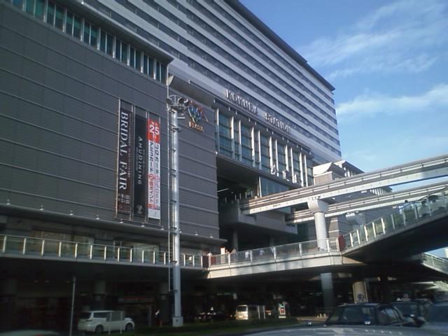 小倉駅について長ズボンに着替えた。予定通り名古屋行き最終新幹線20時17分で帰る。