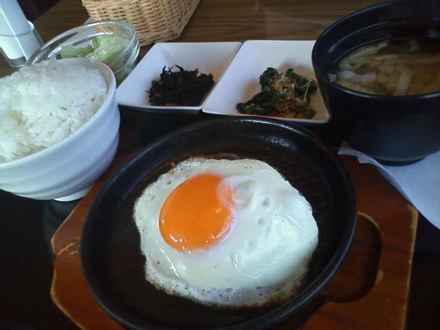 ロイヤルホスト ハンバーグ定食で朝食 名古屋近郊限定でモーニングもやってるみたい