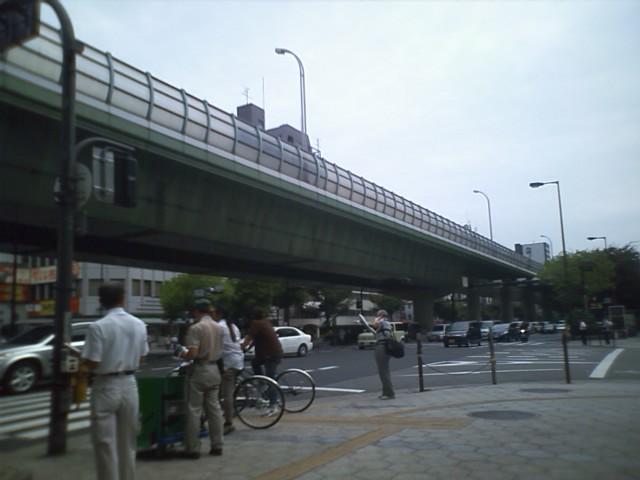 日本橋で迷子なう。前回はPCショップの袋持った買い物帰りの人を目印にたどり着いたのだか…