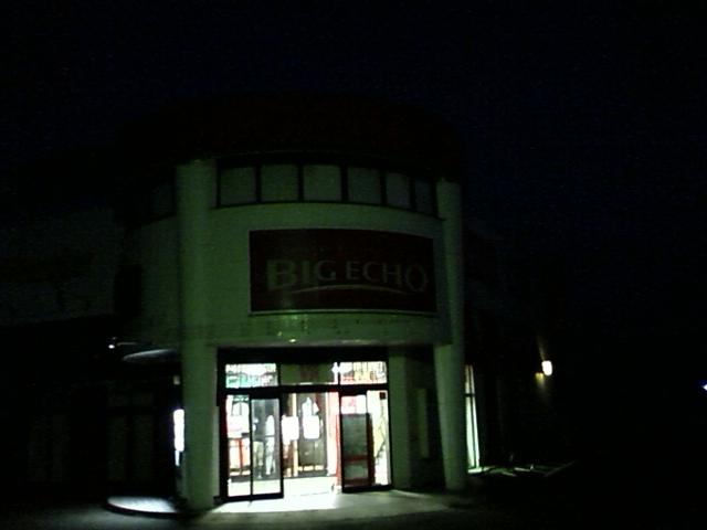 カラオケ閉店という事で追い出されたなう。まだ外は暗い。