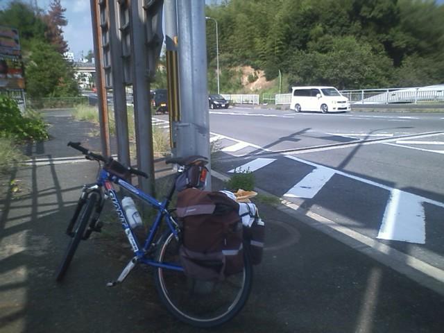 大阪へ向けて走り始めたが、暑い。残り30Kの市街地をどのくらいで走れるか。