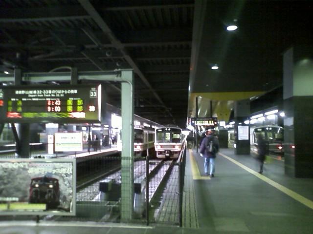 京都駅に寝てる間に到着。ここから未知のエリア。豊橋駅の豊川方面行きホームとそっくり!