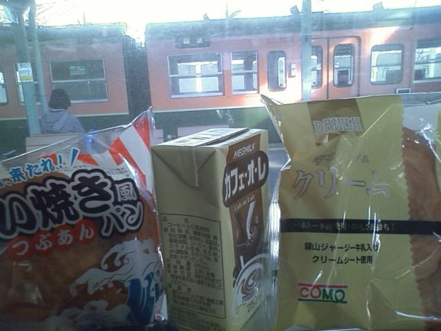 豊岡駅 駅弁売り切れ見つけたご当地?コーヒーは豊川市にある豊橋工場産。愛知で見た記憶が無い。甘っ!