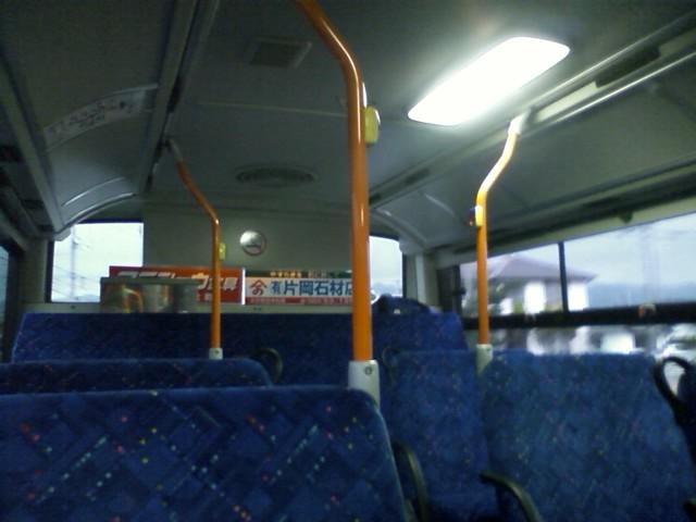 時間的にバスで来た人は乗れないので、途中で降りた地元の人は歩いて来たのか。歩いて30分くらいか。
