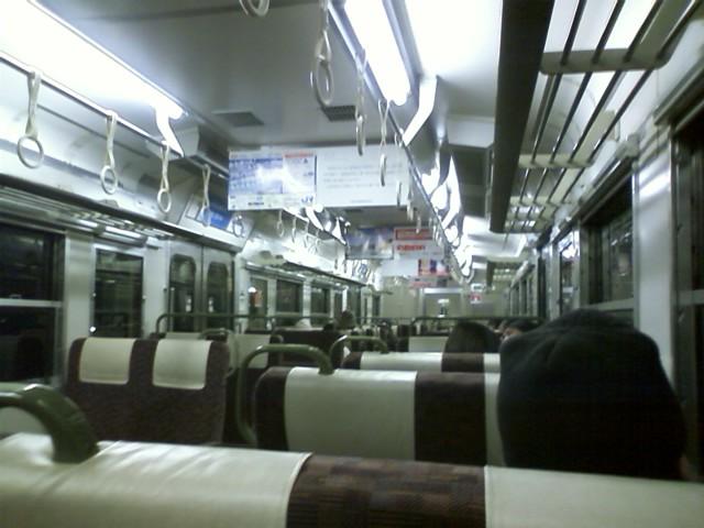 広島駅 30分寝坊して、始発の次の電車に飛び乗った。外に出てビックリ!?あまり寒くないのに雪降ってる!