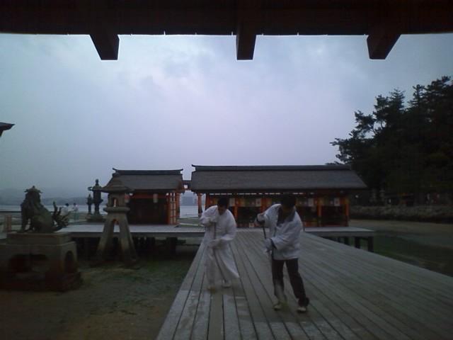 厳島神社 300円 無風なのでなんとかなる寒さ。