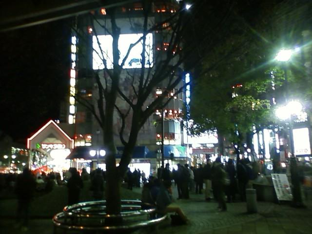 三ノ宮駅 さすがに出雲や広島と違って駅前賑わってるな〜。広島は繁華街から離れてるだけだと思うけど。